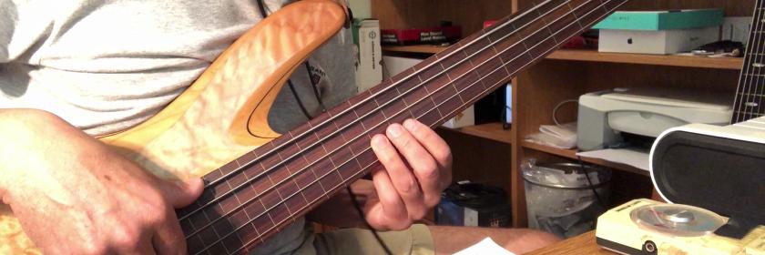 """Ane Bruns flotte ballade """"Rubber & Soul"""" er strålende fremført slik den er, men jeg kunne likevel ikke motstå fristelsen til å sjekke hvordan den låter med litt fretless bass. Her kommer jeg inn og dobler den nynnede delen av melodien og legger meg så ganske tett på gitarakkompagnementet hennes. Bassen jeg bruker her er en 5-strengs Yamaha TRB 1005. Gripebrettet har epoxy-belegg, forøvrig er bassen umodifisert. Strengene er GHS Super Steels, medium light, 044-121."""